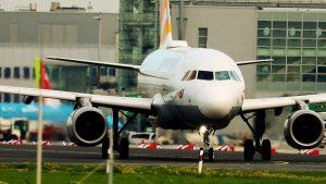 Flughafen Düsseldorf – Flugzeuge starten und landen