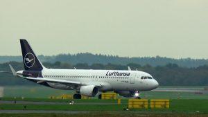 Flugzeug Landungen auf Flughafen Düsseldorf