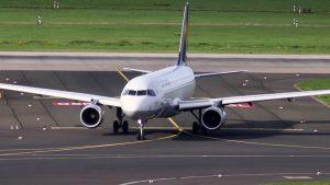 Flugzeug Start und Landung auf Flughafen Düsseldorf