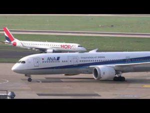 Flugzeuge auf Flughafen Airport Düsseldorf u. A. mit ANA Dreamliner