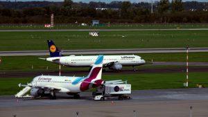 Flugzeuge in Düsseldorf auf dem Flughafen
