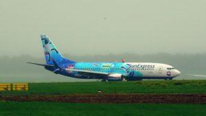 """TC-SNU – Boeing 737-8HC – SunExpress mit Sonderlakierung (""""Shaun das Schaf-UFO Alarm"""" Livery)"""