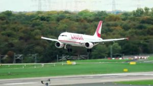 Flugzeuglandugen und Starts auf Flughafen Düsseldorf