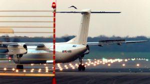 Propellerflugzeug Flugzeug Start und Flugzeug Landung