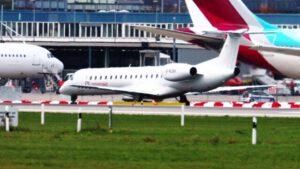 Flugzeuge auf Flughafen